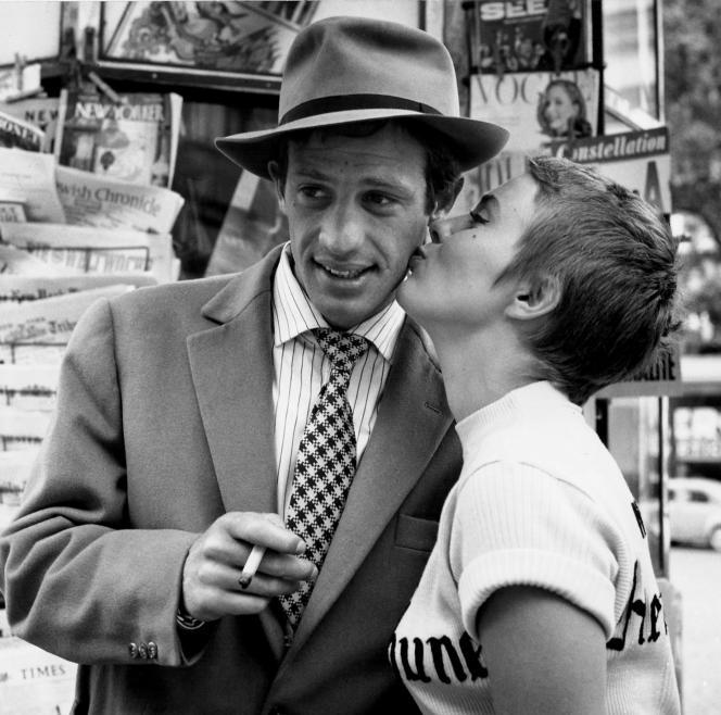 «Le Baiser des Champs-Elysées», photo prise sur le tournage d'«A bout de souffle», de Jean-Luc Godard, en 1959, avec Jean-Paul Belmondo et Jean Seberg.